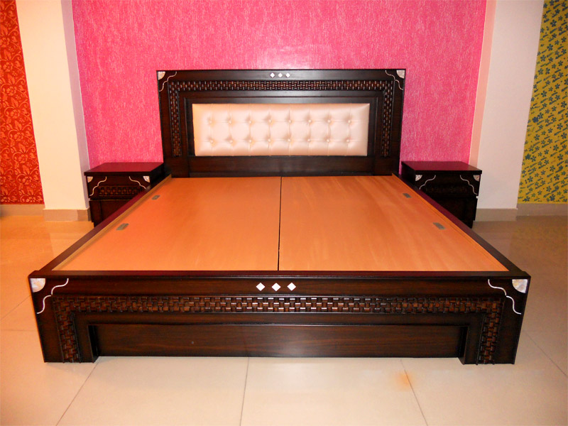 Wooden double beds furniture store in kirti nagar